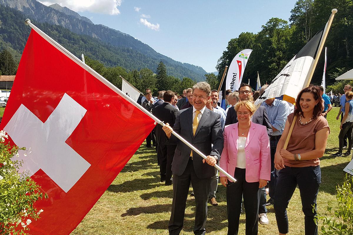 Nationalrat Heinz Brand mit Nationalratskandidatinnen Magdalena Martullo-Blocher und Valérie Favre Accola
